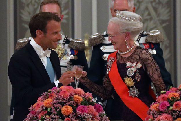 Emmanuel Macron et la reine Margrethe II du Danemark au palais de Christiansborg, mardi soir à Copenhague.