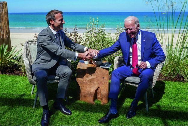 Carbis Bay, le 12 juin. Première poignée de main avec le nouveau président. Avec Trump, en mai2017 à Bruxelles, elle avait été plus féroce !