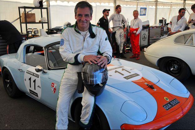En 2016, François Fillon et la Lotus Elan aux couleurs de la Gulf sur laquelle il a couru au Mans Classic.