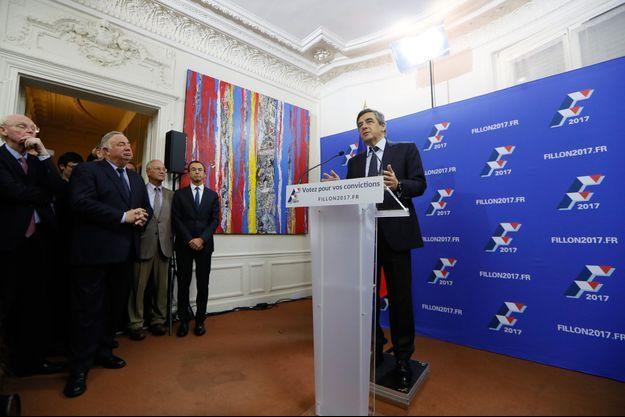 François Fillon s'exprime, dimanche soir, après la publication des premiers résultats le donnant largement en tête.