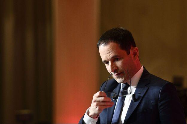 Benoît Hamon lors de son discours, dimanche soir, à la Mutualité à Paris.