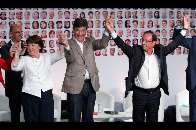 Aubry et Hollande, entourant Montebourg à La Rochelle, en 2011.