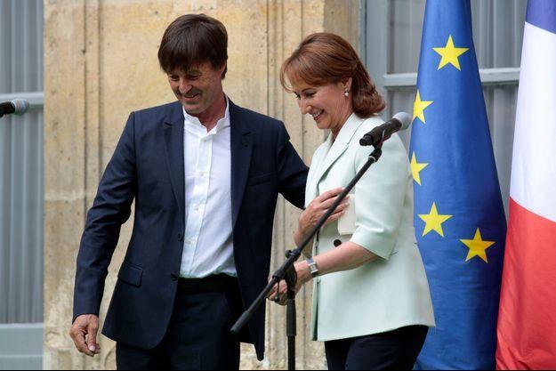 Nicolas Hulot et Ségolène Royal, lors de la passation de pouvoirs au ministère de l'Ecologie, en mai 2017.