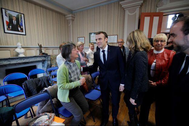 Emmanuel Macron à la mairie de Gasny dans l'Eure.