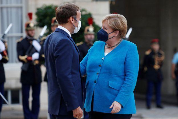 Emmanuel Macron a accueilli jeudi soir à dîner à l'Elysée Angela Merkel.