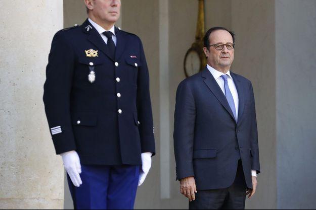 François Hollande sur le perron de l'Elysée, lundi.