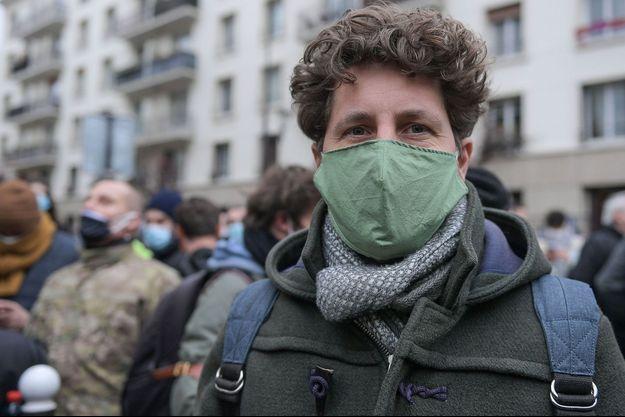 Julien Bayou samedi à Paris pour la manifestation contre le projet de loi sécurité globale.