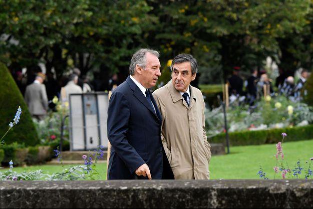 François Fillon et François Bayrou discutent près de l'Hôtel des Invalides à Paris, le 19 septembre 2016.
