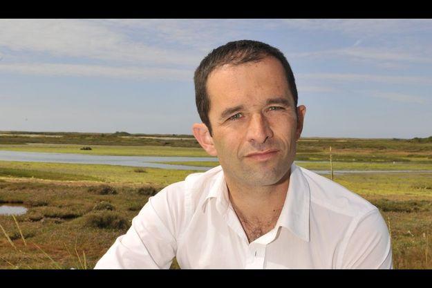Le porte-parole du PS sur le sentier côtier de la lande de Kerner, dans le Morbihan.