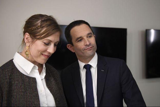 Benoît Hamon et son épouse, Gabrielle Guallar, à Bercy le 19 mars.