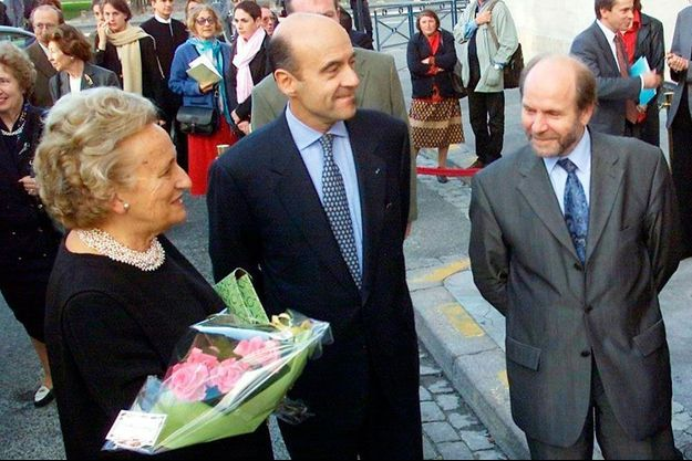 Bernadette Chirac et Alain Juppé, en 2001, lors de l'inauguration de l'expo Made in Usa, à Bordeaux.