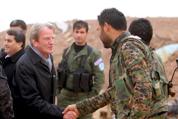 Bernard Kouchner avait rencontré des combattants kurdes en novembre 2014.