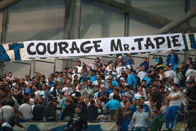 Des supporters de l'OM rendent hommage à Bernard Tapie, le 24 septembre 2017.