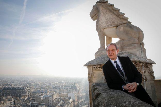 Le 7 mars au matin, Bertrand Delanoë en pleine forme après avoir grimpé les 310 marches de la tour Saint-Jacques, au centre de Paris.