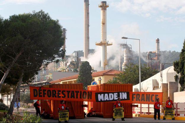 Devant la raffinerie Total de La Mède, le 29 octobre.