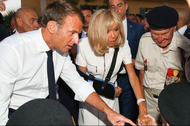 Brigitte et Emmanuel Macron samedi à Bormes-les-Mimosas, dans le Var.