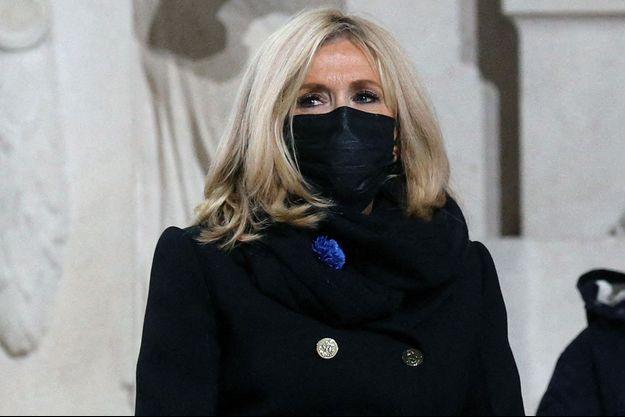 Brigitte Macron, ici le 11 novembre lors de l'entrée au Panthéon de Maurice Genevoix.