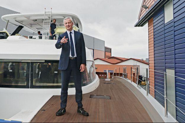 Bruno Le Maire en déplacement à Bordeaux le 21 septembre. Le ministre s'est rendu sur le chantier naval de Bénéteau.