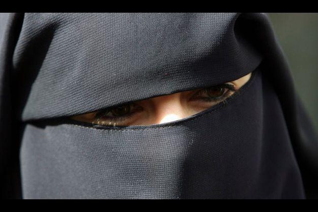 Anne (nom d'emprunt) est l'automobiliste qui a été arrêtée pour avoir conduit en niqab, et a protesté contre cette verbalisation qu'elle juge infondée.