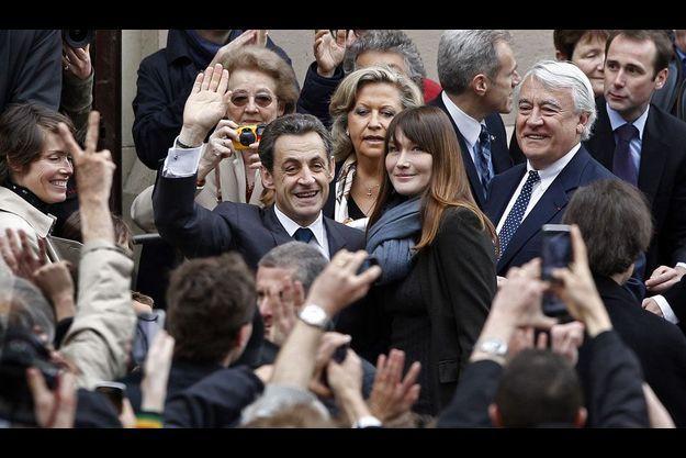 Nicolas Sarkozy et Carla Bruni lors du second tour de la présidentielle.