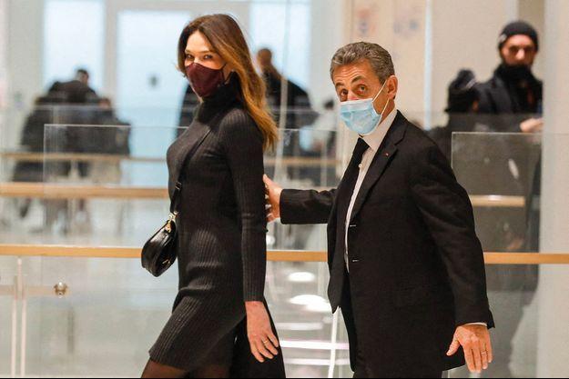 Carla et Nicolas Sarkozy au tribunal de Paris le 9 décembre.