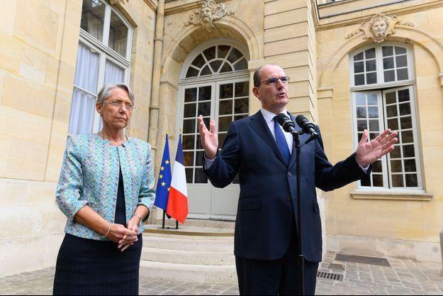 La mInistre du Travail Elisabeth Borneetle Premier ministre Jean Castex, vendredi à Matignon.