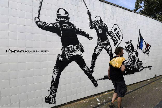 La fresque peinte sur un mur de Grenoble scandalise.