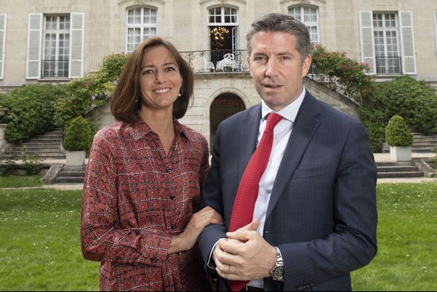 Ali Onaner et son épouse dans les jardins de l'hôtel de Lamballe, siège de l'ambassade de Turquie en France. A Paris, le 10 mai.
