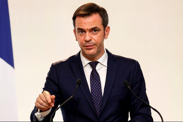 Olivier Véran lors d'une conférence de presse sur l'évolution de la pandémie de covid-19, le 10 décembre 2020.