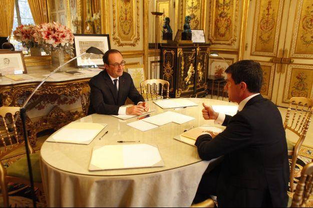 Lundi 5 janvier à 9 h 30, dans le bureau présidentiel, premier tête-à-tête de 2015 avec Manuel Valls avant le Conseil des ministres de rentrée.