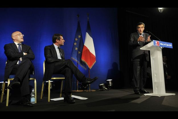 Eric Ciotti, l'actuel directeur de campagne de François Fillon, et Christian Estrosi écoutent le Premier ministre en 2011.