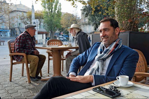 Christophe Castaner sur la terrasse du café de l'Hôtel de ville de Forcalquier, son QG, dit-il.