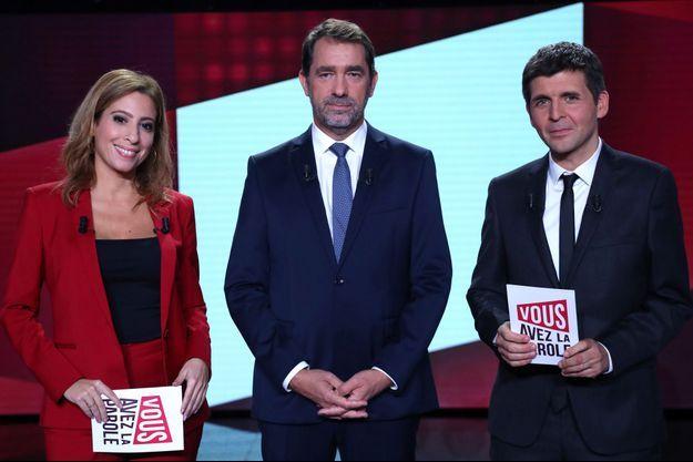 Christophe Castaner aux côtés de Léa Salamé et Thomas Sotto.