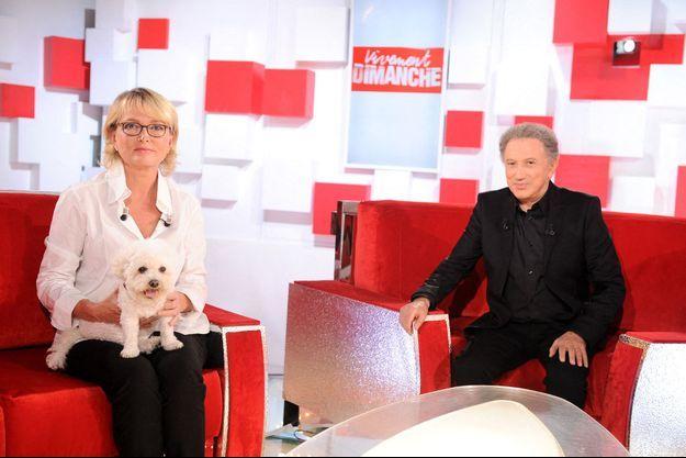 Claude Chirac, avec Sumette sur ses genoux, et Michel Drucker lors de l'enregistrement de l'émission le 11 septembre.