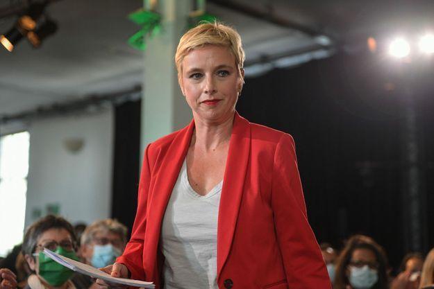 Clémentine Autain en meeting à Paris pendant la campagne des Régionales.