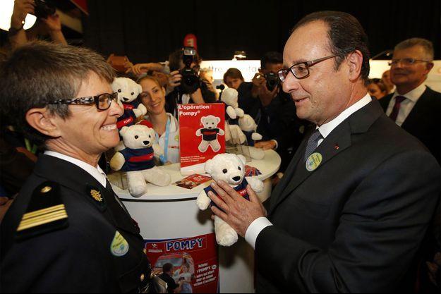 François Hollande, samedi, au congrès des pompiers