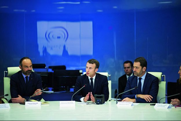 Réunion élargie au ministère de l'Intérieur, en présence d'Edouard Philippe et de Christophe Castaner.