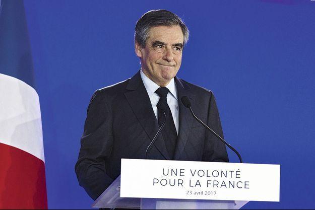 Au soir de sa défaite, François Fillon appelle à voter pour Emmanuel Macron avant de demander à la droite de « rester unie » pour les législatives.