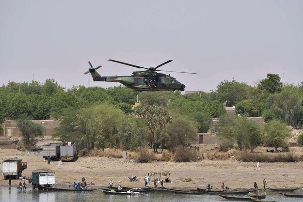 L'hélicoptère d'Emmanuel Macron lors de sa visite au Mali en mai 2017.