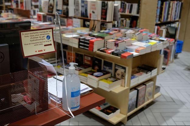 Photo prise dans une librairie de Paris.