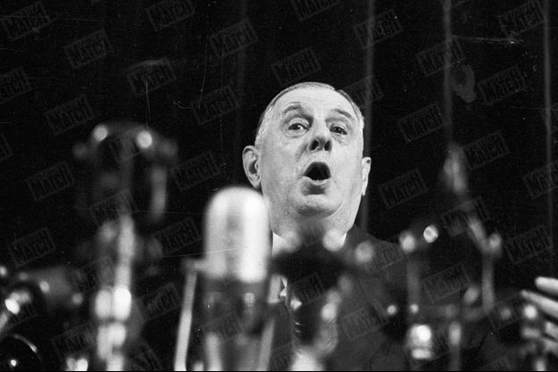 Le Général De Gaulle, à l'occasion d'une conférence de presse symbolisant son retour aux affaires, au Palais d'Orsay, le 19 mai 1958.