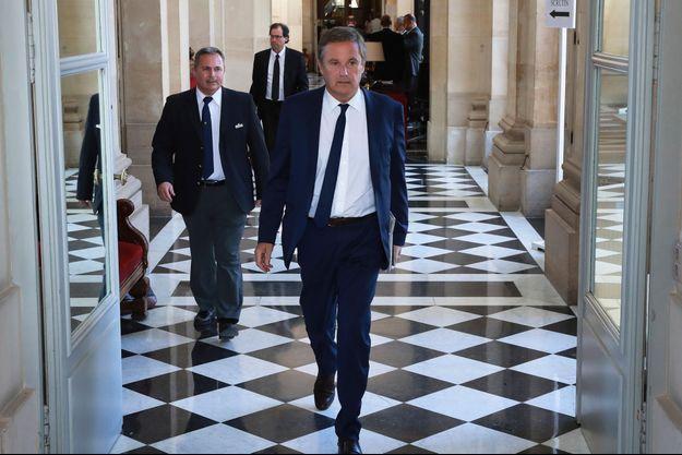 """Dupont-Aignan lance """"Les amoureux de la France"""", une plateforme contre la politique de Macron"""