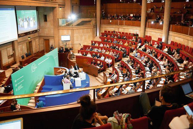 Une réunion plénière au Cese, au palais d'Iéna, à Paris, le 25 octobre, lors de leur deuxième week-end de travail.