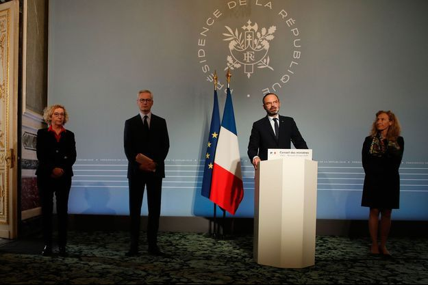 Edouard Philippe entouré de Muriel Pénicaud, Bruno Le Maire et Nicole Belloubet.