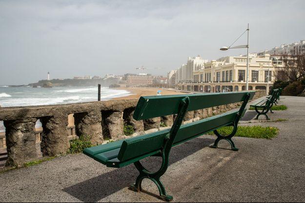 Image d'illustration, un banc à Biarritz, photo prise le 19 mars.