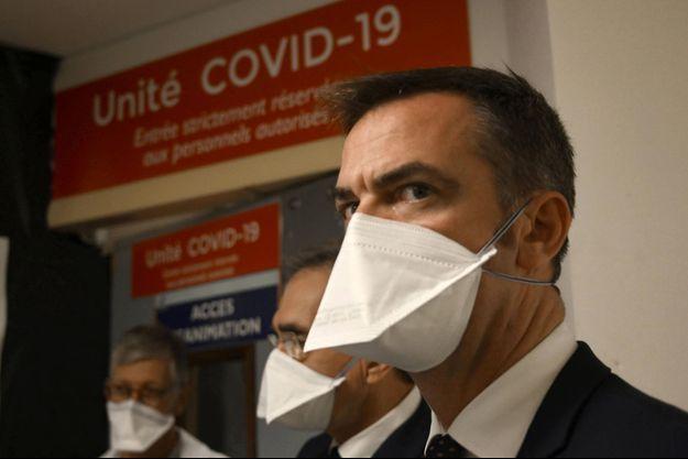 Olivier Véran à l'hôpital de La Timone à Marseille, vendredi.
