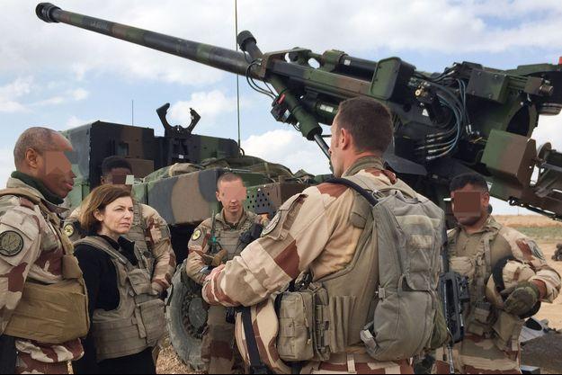 Florence Parly ici en Irak avec des membres de Opération Chammal en février 2019