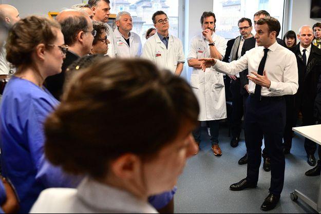 Emmanuel Macron jeudi matin à l'hôpital de la Pitié-Salpêtrière.