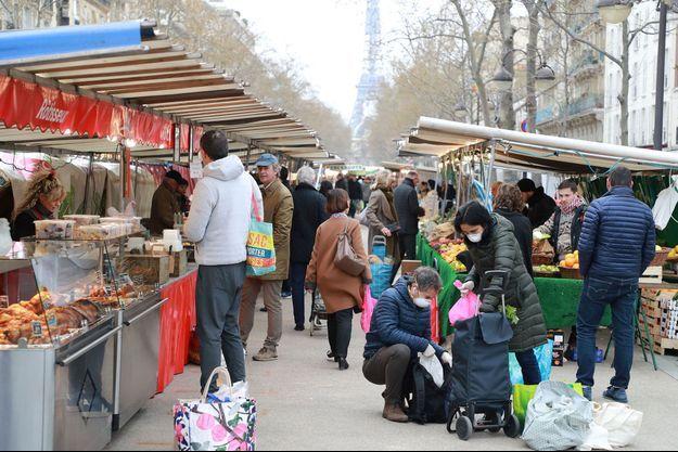 Ici un marché à Paris, le 20 mars.