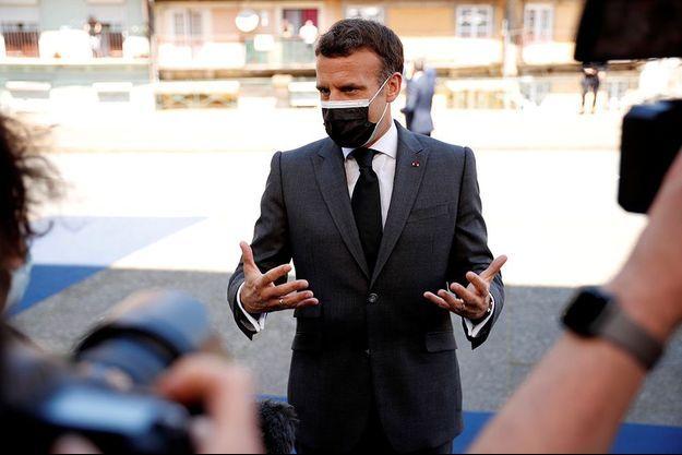 Le président de la République Emmanuel Macron à son arrivée à Porto, au Portugal.